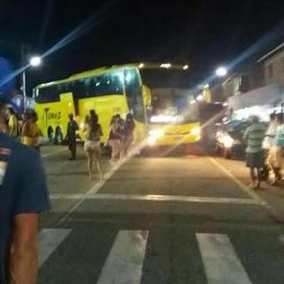 Bando armado invade cidade paraibana, explode agências do Correios e banco e fogem atirando