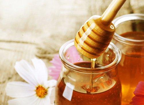 Comment préparer vos propres bonbons de miel et de citron pour traiter la toux