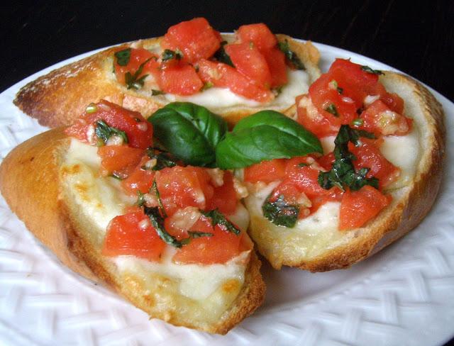 bru Bruschetta z pomidorami i mozzarellą
