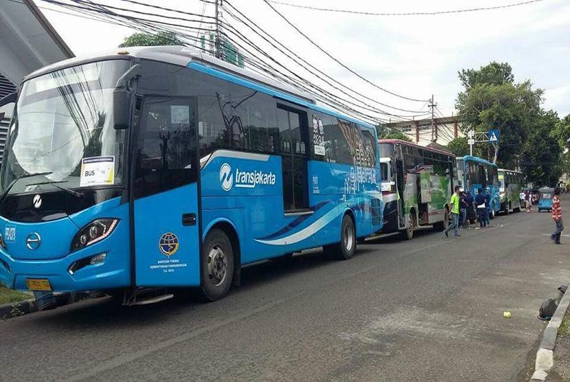 Begini Komentar Tegas Ahok Soal Bus Transjakarta Yang Disewakan Untuk Parade Kebudayaan 412