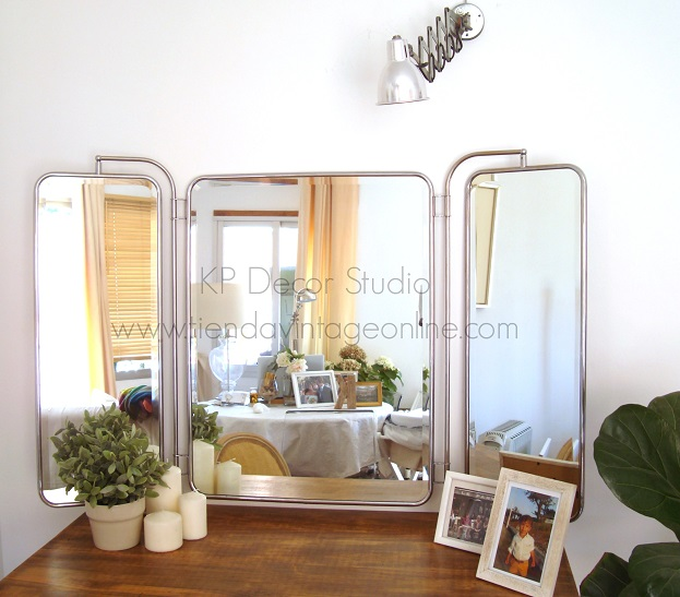 Tienda de espejos antiguos de tres hojas abatibles para apoyar o colgar. decorar recibidor o tocador