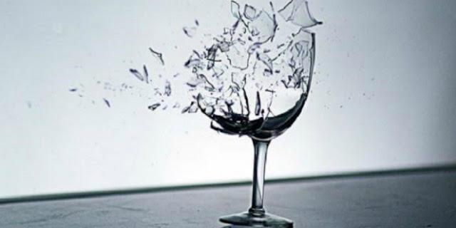 Hikmah Larangan Minum dari Bagian Mulut Gelas yang Pecah