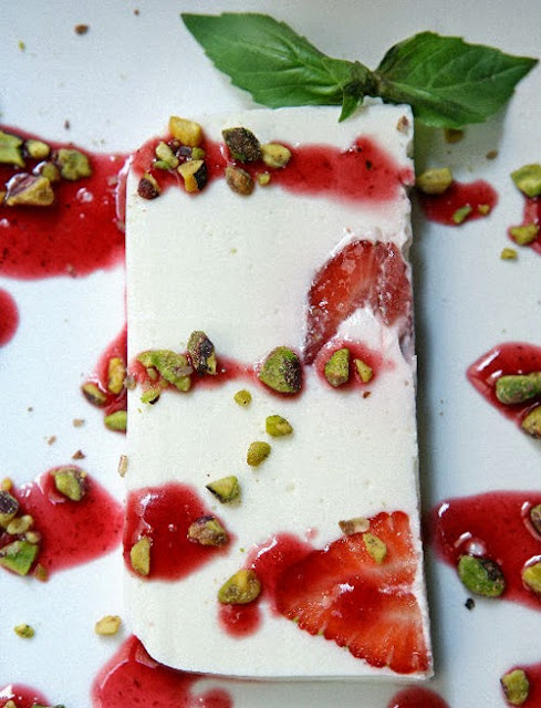 Terrine with Greek Yogurt and Strawberries