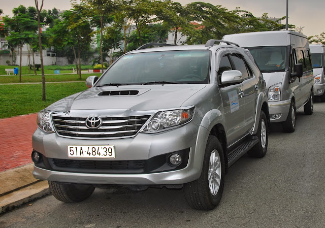 Monthly car rental with driver