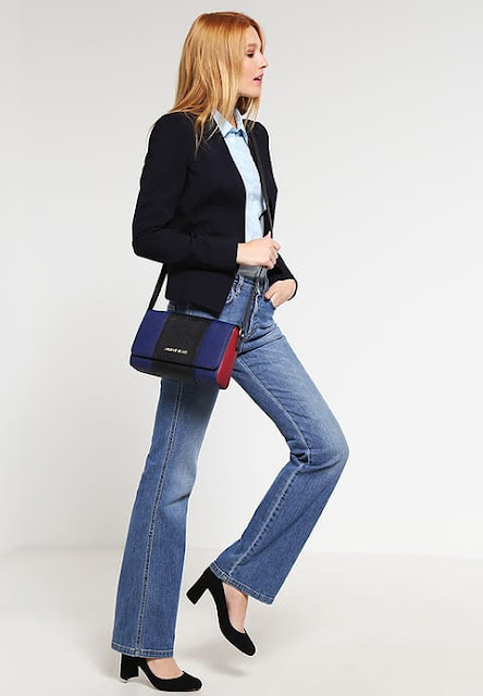 armani-jeans-saldi-borse