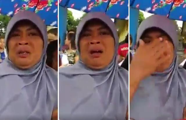 ibu-ibu menangis haru