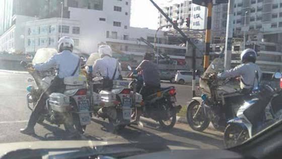 Kisah Sebenar Gelagat Lelaki Resah Dikelilingi Polis Trafik