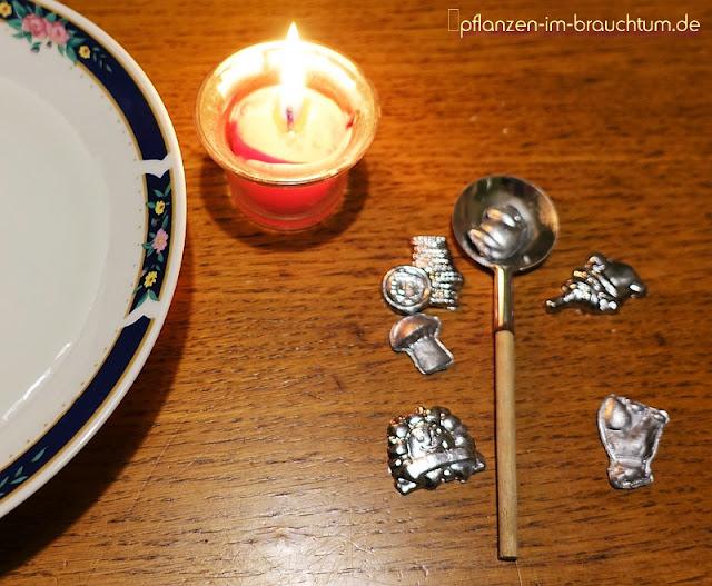 Altes Brauchtum an Silvester. Einst magische Zeit, heute ein Party-Event