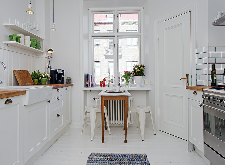 small eat in kitchen