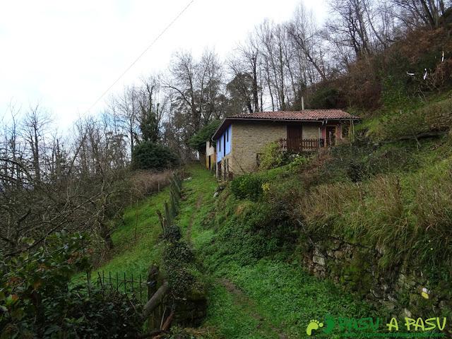 Casas solitarias subiendo a Ceacal