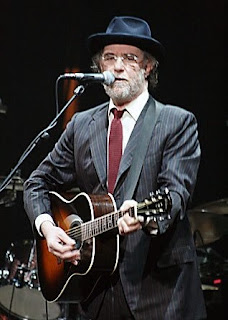 Francesco de Gregori on stage in 2008