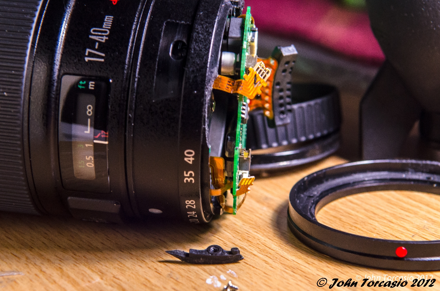 Canon Lens 17-40mm EF f4L USM with broken off piece of the sleeve barrel assembly