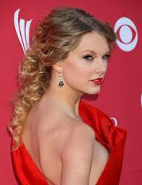 Peinado para vestido rojo de fiesta
