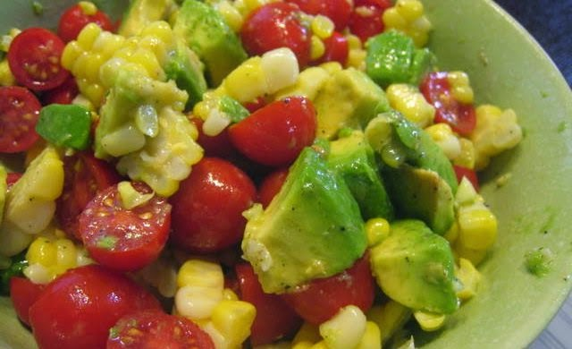 retete simple salate avocado cu rosii si usturoi
