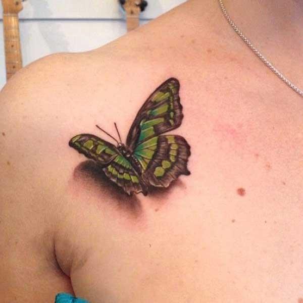 gerçekçi kelebek dövmesi