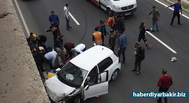 DİYARBAKIR-Diyarbakır'ın merkez Kayapınar ilçesinde meydana gelen trafik kazasında 2 kişi yaralandı.