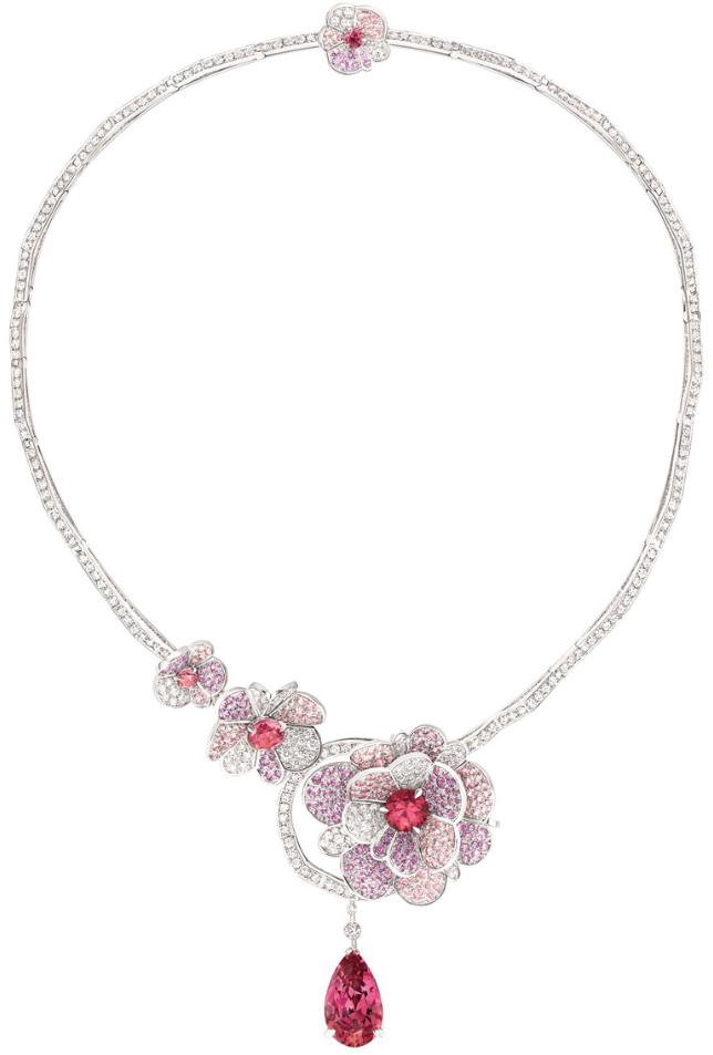 Chanel 39 s jardin de cam lias collection three pieces for Jardin necklace