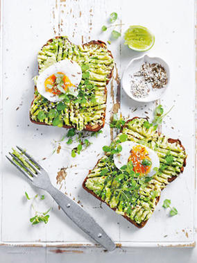 Greenery Pantone Colour of the Year 15-0343 Eat Clean Healthy Food Recipe Avacado & Eggs on Toast