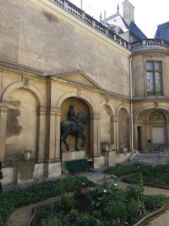 Paris Carnavalet Museum Exterior sculpture