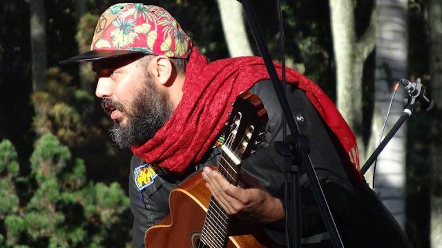 David Jaramillo es cantante y bajista en la agrupación Dr Krapula, lidera importantes proyectos conscientes como Colectivo Jaguar, Abre sierra renace Bakatá, Ama-Zonas, es guardián de la madre tierra y hace más de diez años es vegetariano.