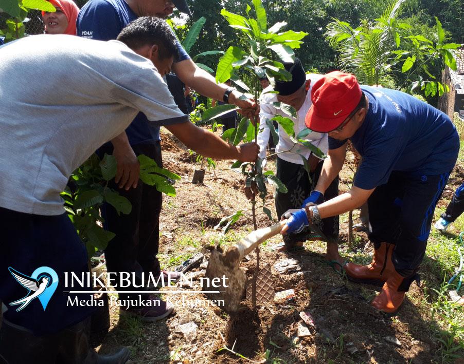 PDAM Kebumen Tanam Seribu Pohon Hasil Sumbangan Pelanggan