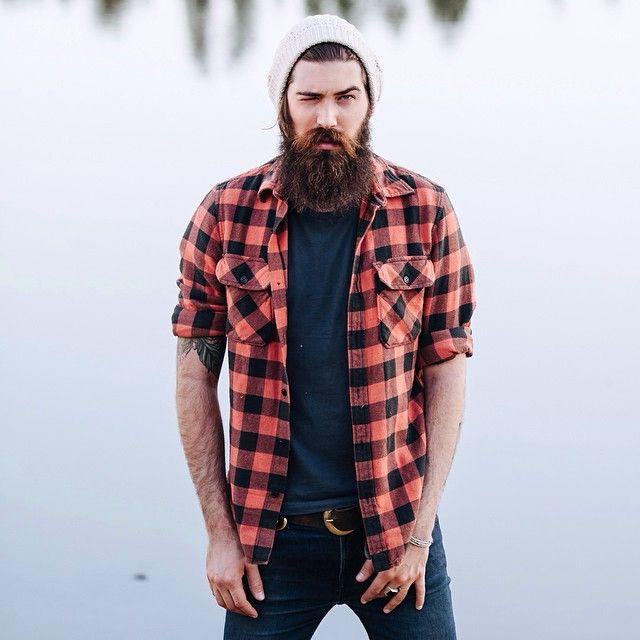 Look Masculino com Camisa Xadrez Vermelha Aberta