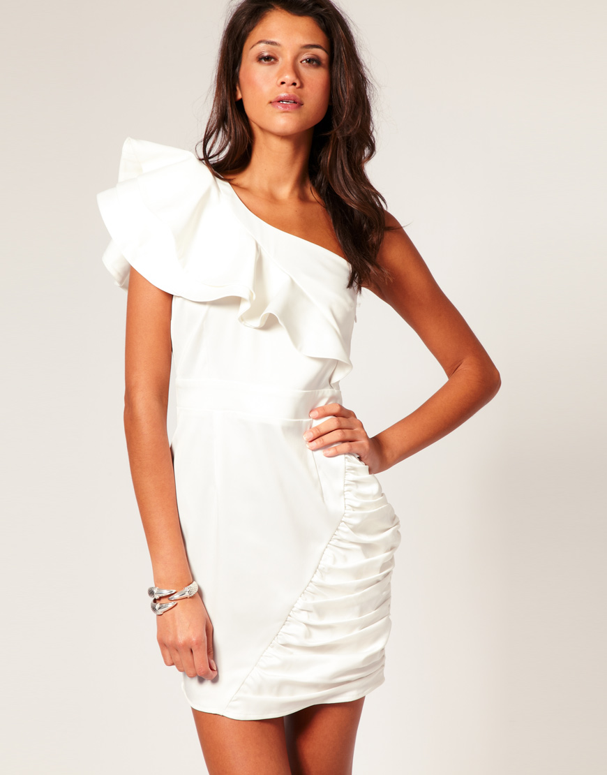 Styles That Work For You: How To Wear White Dresses Trend