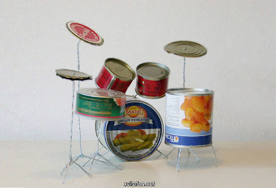 Bateria hecha con latas de comida