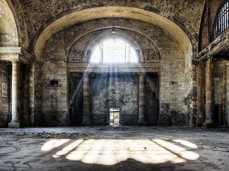 11. Michigan Central Station, Detroit, USA - 31 Haunting Images Of Abandoned Places That Will Give You Goose Bumps