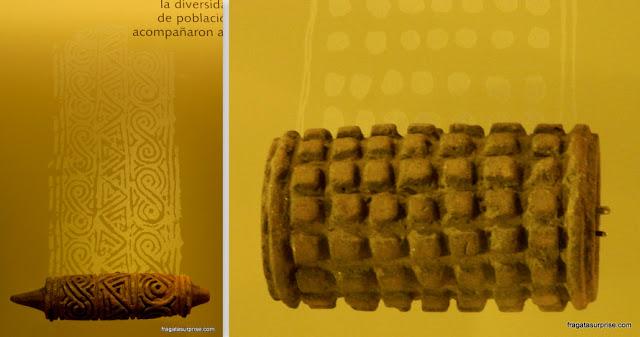 Rolos de cerâmica usados para pintura corporal da cultura Tumaco, Museu do Ouro de Bogotá