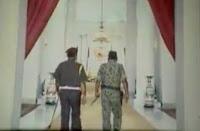 Warga Kobi Nobar Film G30/S PKI Bersama Jajaran Dandim 1608 di Lapangan Pahlawan