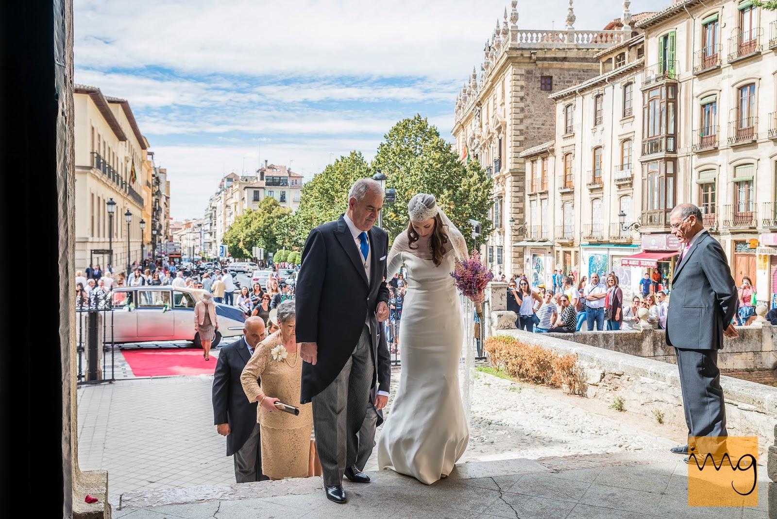 Fotografía de boda, Entrando en la Iglesia de Santa Ana