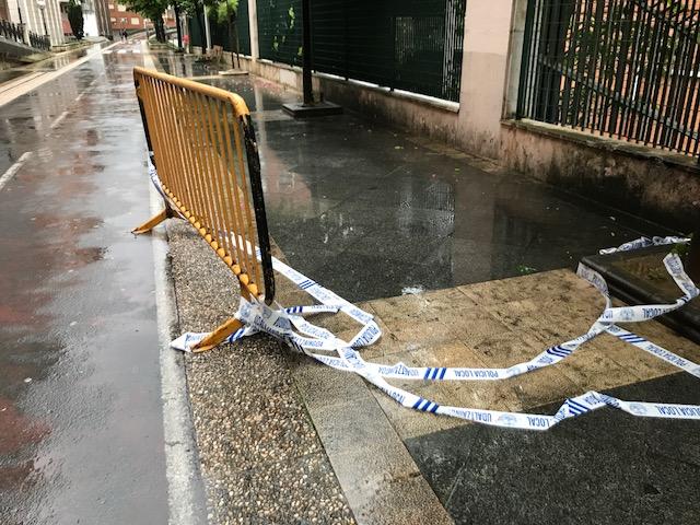 Cordón de seguridad en el paseo Dolores Ibárruri