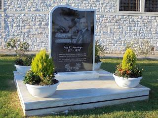 το μνημείο του Asa Jennings στον Βόλο
