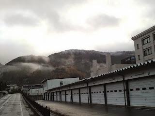 甑岳に1回目の雪が降りました。