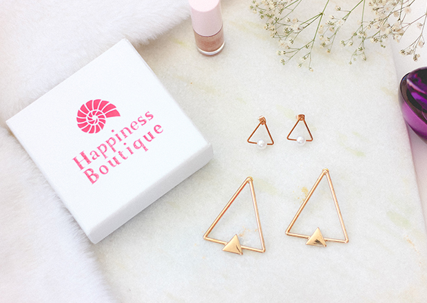 Happiness Boutique, Happiness Boutique review, acessórios minimalistas, como usar acessórios minimalistas, acessórios geométricos, minimal earrings, Double Triangle Hoop Earrings, Triangle Pearl Earrings
