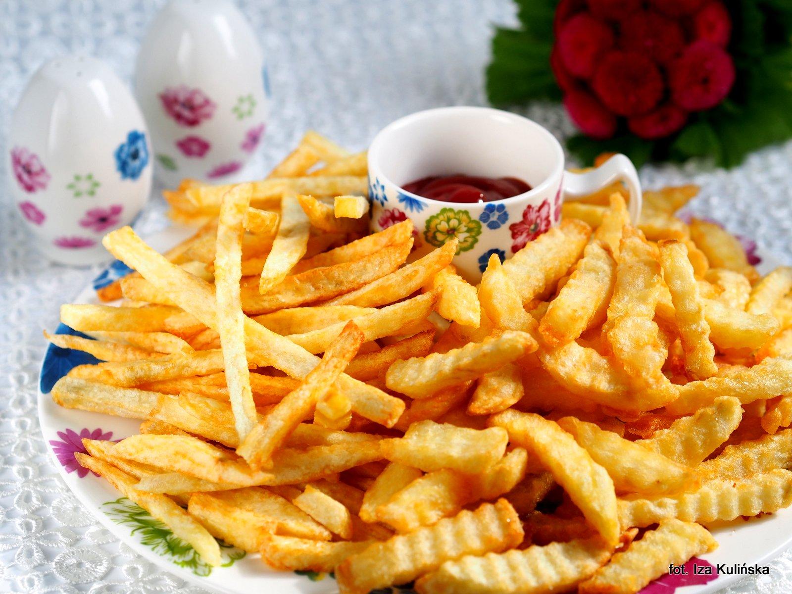jak zrobić domowe frytki , fryty , ziemniaki , smażone w oleju , olej rzepakowy , frytki doskonałe