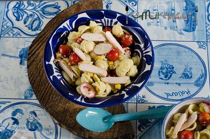 ensalada-pasta-pollo-salsa-aguacate2