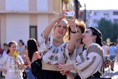 SelfIE: Sandra, Mirela, Gabi