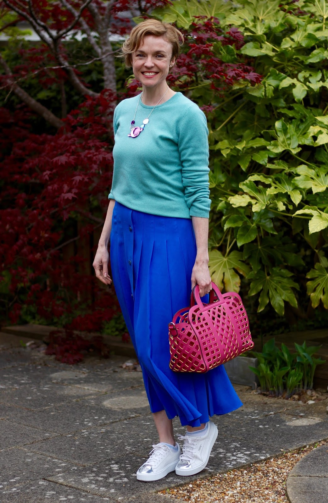 Blue midi-skirt, Turquoise jumper and Pink Basket Bag | Fake Fabulous