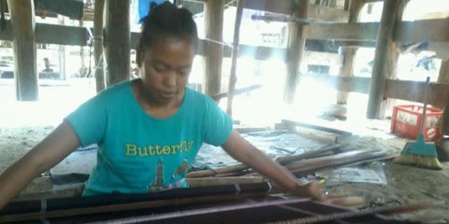 Tahukah Anda, Dari Kolong Rumah, Petenun Ulos Karo di Samosir Lahirkan Orang-orang Sukses