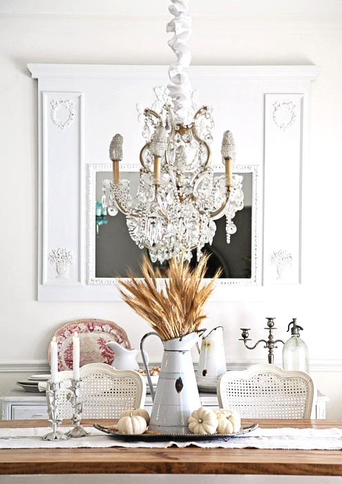 white-farmhouse-fall-design-table