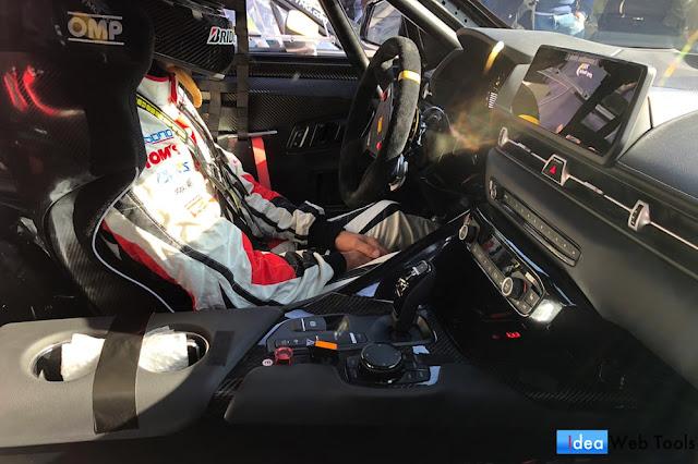 新型スープラのレース仕様モデル「GAZOO Racing A90」の内装の写真
