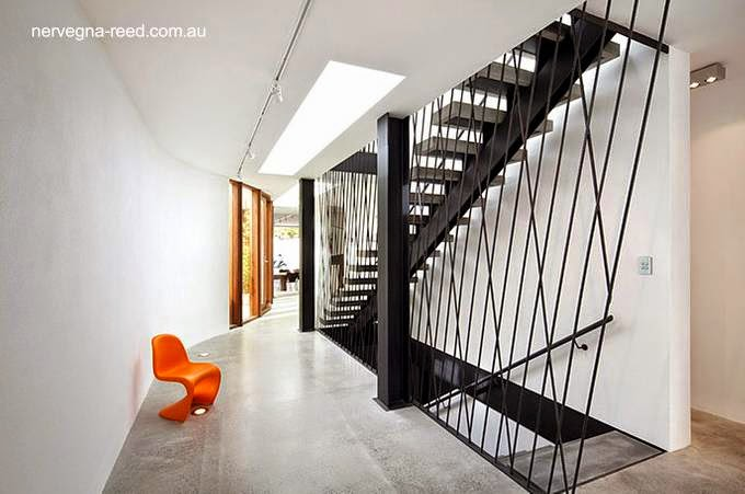Sector dentro de la moderna vivienda con escalera en Melbourne, Australia