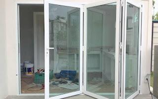 pintu lipat kaca tempered