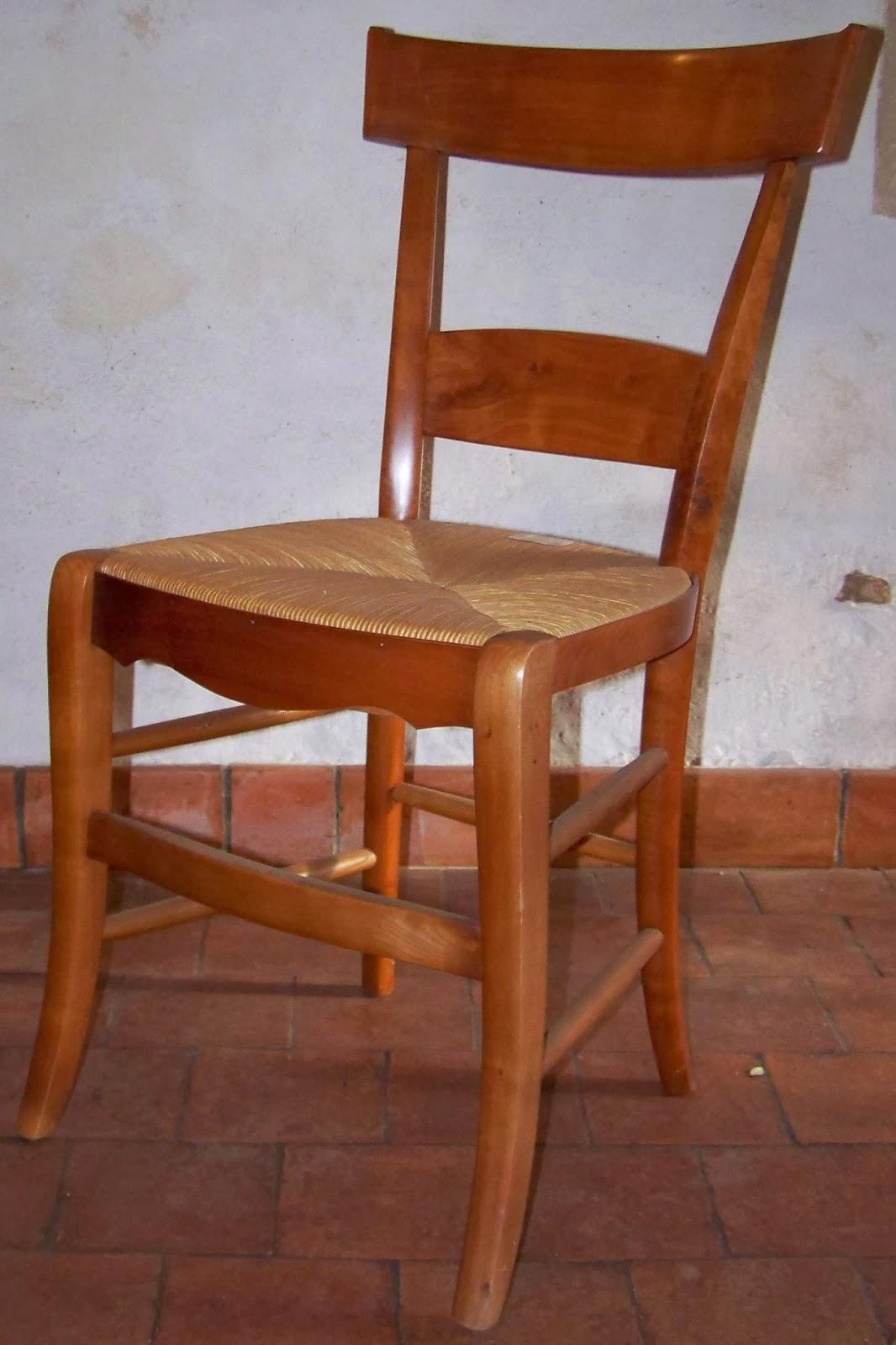 fabricant de chaises paill es meuble vitrine chene massif offres septembre clasf. Black Bedroom Furniture Sets. Home Design Ideas