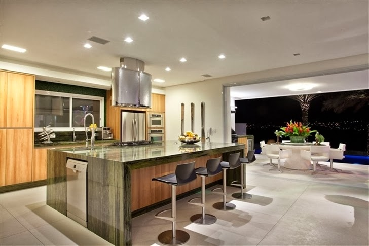 Kitchen in Dream home by Pupo Gaspar Arquitetura at night