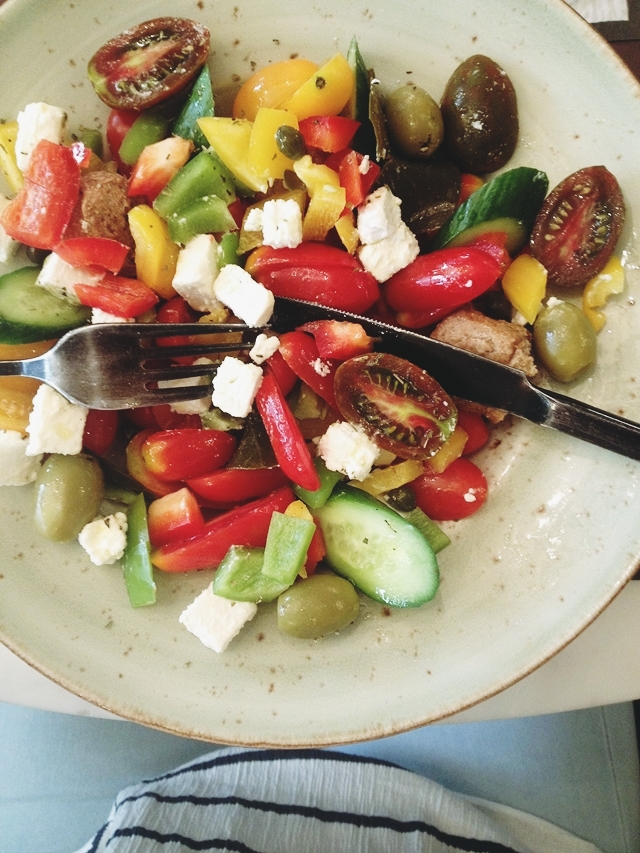 delicious greek tomato salad
