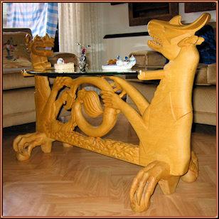 Dragones y sirena. Mesa con cristal ovalado. Talla en madera de Serapio Hernandez