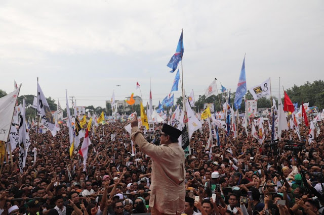 Adab Prabowo Tegur Pendukungnya yang Menjelekkan Jokowi